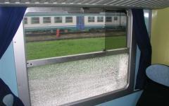 Treni, in Toscana un atto vandalico al giorno