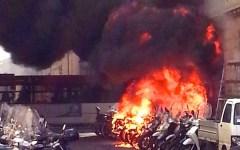 Firenze, bruciano sette motorini, fiamme investono un palazzo (FOTO)