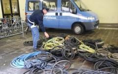 Firenze: ruba 2 quintali di rame dai lampioni, arrestato