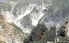 Alpi Apuane, escursionista muore in un canalone