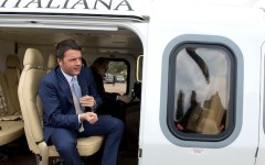 Renzi e famiglia in vacanza sull'aereo di Stato a spese dei contribuenti. La denuncia del movimento 5 stelle scuote la politica