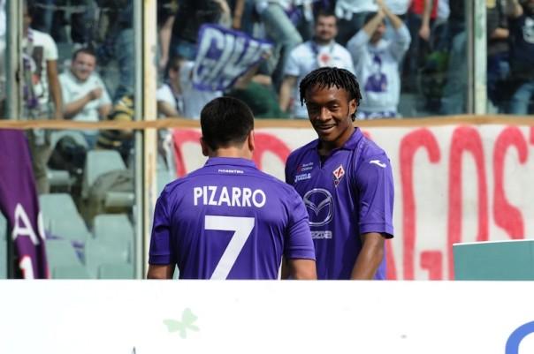 Cuadrado, grande protagonista, sorride contento con Pizarro (Foto Riccardo Sanesi)