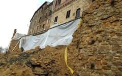 Volterra, Pasqua con rientro a casa per gli sfollati. Sos al governo: servono i 2 milioni per le mura
