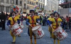 Papa Francesco applaude il Calcio storico fiorentino che gli dedica l'inno della vittoria