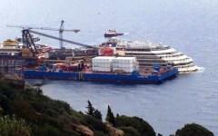 Concordia, cede un cassone per il rigalleggiamento. «Nessun danno alla nave»