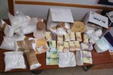 La droga e il denaro sequstrati dai carabinieri