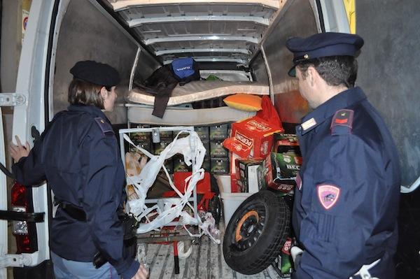 La Polizia ha sequestrato il carico di due furgoni con casse di birra per la Notte Bianca