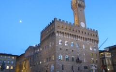 Firenze: studente in mutande si affaccia e urla dalla terrazza di Palazzo Vecchio. Multata la professoressa