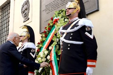 Il Presidente Napolitano in via Caetani