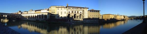 Una panoramica del lungarno con il Ponte Vecchio e gli Uffizi