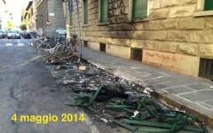Firenze, un mese fa l'incendio ma carcasse e detriti sono ancora in strada