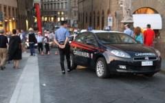 Firenze, rubano profumi utilizzando una borsa schermata
