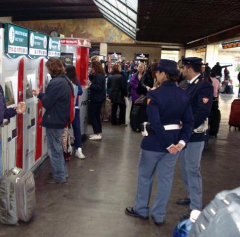 Controlli della Polfer alla stazione di Santa Maria Novella