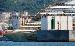 Concordia: ingresso in retromarcia nel porto di Genova. Gabrielli irritato con Rossi