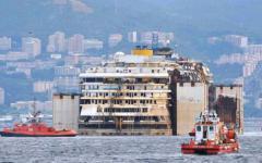 La Concordia davanti a Genova: 10 ore per essere messa in sicurezza. Manovra finale davanti Renzi