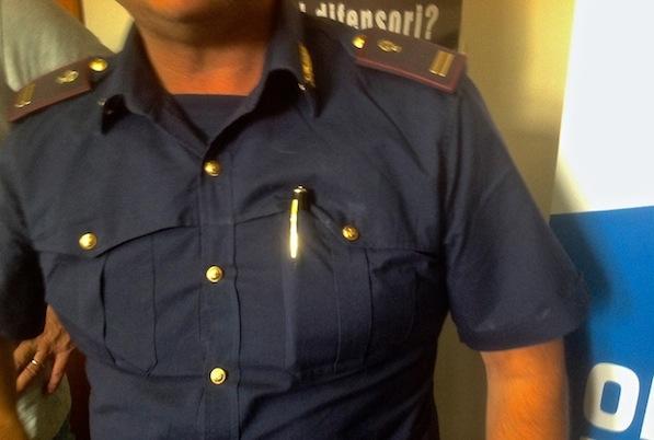 Un poliziotto si è autodotato di una penna spia