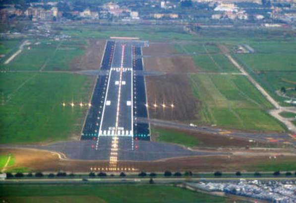 La pista dell'aeroporto fiorentino di Peretola