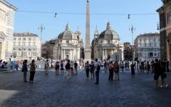 Statali, sicurezza: a Roma agenti donano il sangue. Cartelli: Renzi sei peggio di dracula.