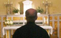 Prato, stalking al prete: scatta per un sessantaseienne il divieto di avvicinarlo