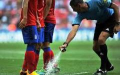 Calcio, arbitri: pronti 6.000 spray per segnare le distanze sulle punizioni