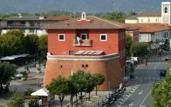 Renzi in vacanza al Forte dei Marmi (che compie 100 anni)