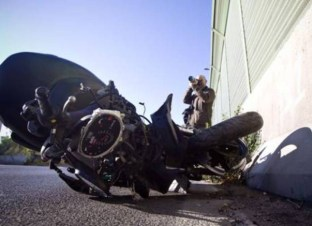 INCIDENTI STRADALI: SCOOTER CONTRO AUTO, DUE MORTI A ROMA