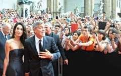 «Celebrity Fight Night» in Palazzo Vecchio. George Clooney è la star, ma la voce di Bocelli entusiasma