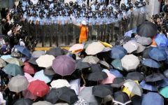 Hong Kong: la «rivoluzione degli ombrelli» guasta la festa ai burocrati che comandano in Cina