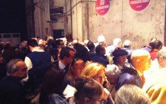 Firenze, Leopolda: via alla kermesse di Renzi, con 5 mila iscritti. Sfida a distanza con la Cgil a Roma