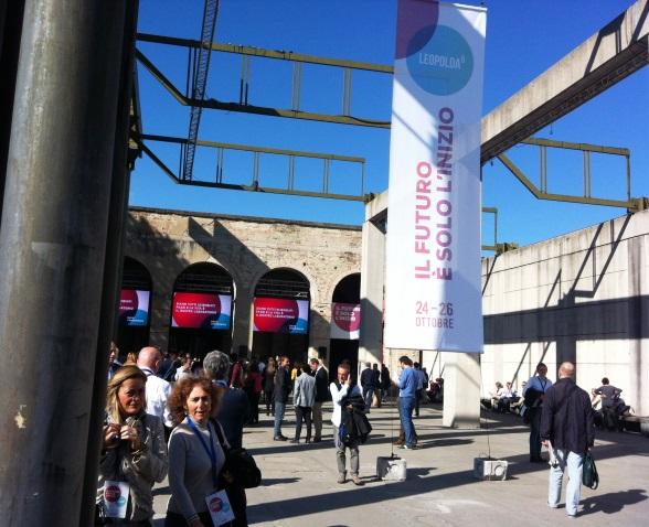 Leopolda 5, folla all'ingresso, lo scorso anno, per la kermesse renziana nell'ex stazione