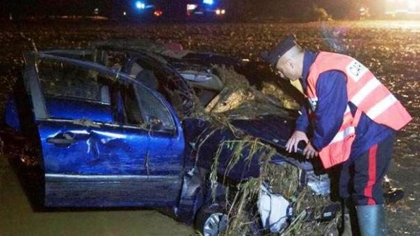 Maremma, l'auto delle sorelle  Graziella e Marisa Carletti trascinate via dall'acqua e dal fango
