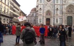 Scuola: 80.000 studenti di tutt'Italia (2.000 in piazza Duomo a Firenze, 300 a Pisa) protestano contro la riforma Renzi