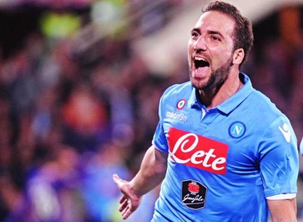 Gonzalo Higuain, centravanti del Napoli, squalificato per 4 giornate