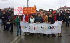 Carrara: nuova protesta degli alluvionati. Con i bambini in prima fila