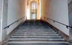 Firenze: scrive con lo spray sullo scalone di Palazzo Vecchio. Denunciato per danneggiamento un tunisino residente in città