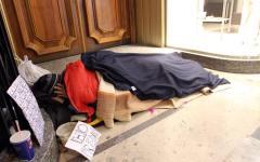 Grosseto: clochard muore di freddo nel piazzale di un supermercato