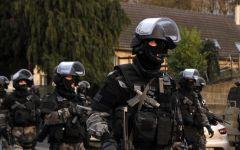 Parigi: braccati (da 88mila uomini) ma ancora liberi i killer di Charlie Hebdo