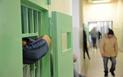 Pisa, arrestato per droga va ai domiciliari. Ma la madre non lo vuole e lui finisce in carcere