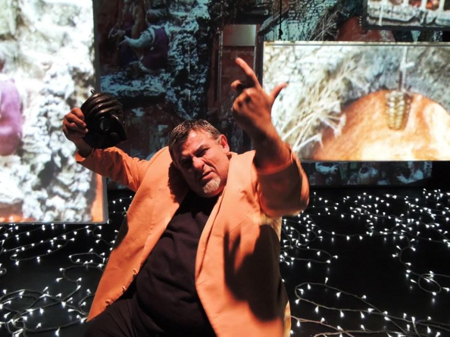 Teatro Studio Krypton_G.Cauteruccio durante le prove di Napolisciosciammocca_6_ph.Krypton