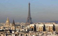 Parigi, allarme: la capitale francese sorvolata di notte da 5 droni
