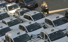 Taxi: non scatta il divieto per Uber, proteste delle auto bianche nelle maggiori città