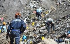 Airbus Germanwings schiantato sulle Alpi francesi: «Qualcuno ha manomesso il pilota automatico»