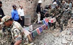 Terremoto in Nepal, neonato estratto vivo dalle macerie. E da Pisa medici e vigili del fuoco per portare soccorso (Video)