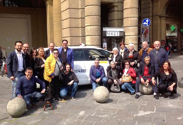 Rappresentanti del Taxi 4390 e Ente Nazionale Sordi a Firenze