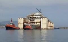 Costa Concordia, in diretta streaming l'arrivo all'ultimo ormeggio a Genova (Video)