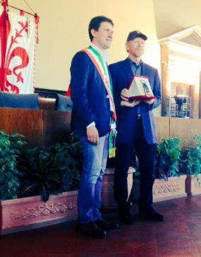 Firenze, il sindaco Nardella consegna le Chiavi della Città a Ron Howard (foto Twitter Dario Nardella)