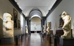 Firenze, prolungamento d'orario fino alle 22 per Uffizi e Accademia il martedì. Al via «Uffizi Live»