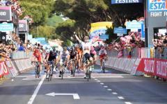 Giro d'Italia: al tedesco Greipel la tappa di Castiglione della Pescaia. Caduta collettiva quasi sul traguardo