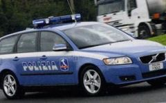 Giro d'Italia: a Montecatini premio a due poliziotti della stradale che salvarono due persone in un'auto in fiamme