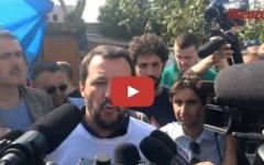 Firenze: Salvini nel capannone occupato dai nomadi. Il proprietario: «E io devo pagare l'Imu»